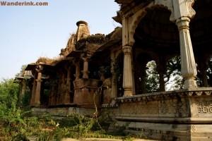 The many splendid ruins of Auwa